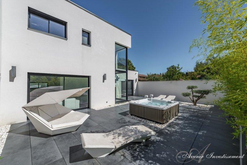 Vente maison d 39 architecte 120m villeurbanne for Piscine 5 juillet bab ezzouar